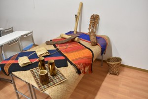 ジュマの少数民族のハンドメイド工芸品の展示