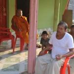 033住職と村の代表(右)