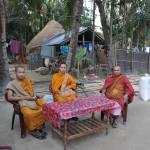 219ダンマピロ僧(左)とシャモンガルテル僧(右)