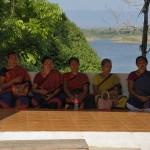 125ゴラストリ村の女性達