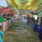 076正月恒例の水かけ祭り