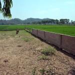 008建設中の墓地と塀