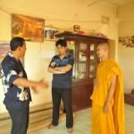 014当時支援金を受け取ったシオプリオ僧侶及び担当秘書のtorunトルムバルワさん(左)