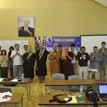 004タイ、カンボジア、バングラディシュ、日本、ビルマ、アメリカの参加メンバーと記念写真