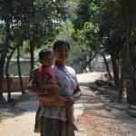 058受益者のウマラさんの妻と子