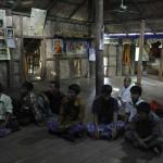 042受益者 の村人と対話