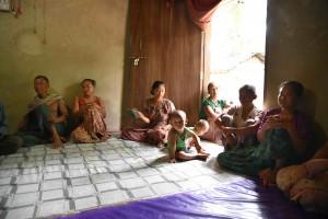 仏陀バンクの運営委員と受益者はすべて女性