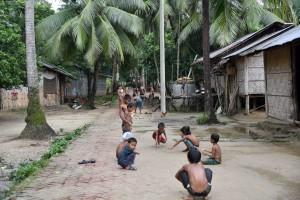 マルマ族TATULIA村の家